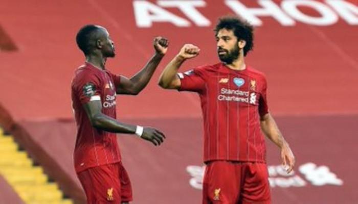 تقارير: ليفربول قد يضطر لبيع صلاح أو ماني