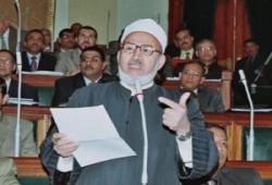 """عسكر لـ""""جمعة"""": مشاكل المسلمين أهم من الانشغال بالنقاب؟!"""
