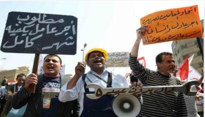 """""""الثوري المصري"""" يطالب العمال بالغضب والثورة ضد حكم العسكر"""