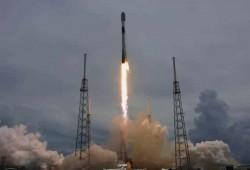 شركة SpaceX تطلق 88 قمرًا صناعيًا إلى الفضاء