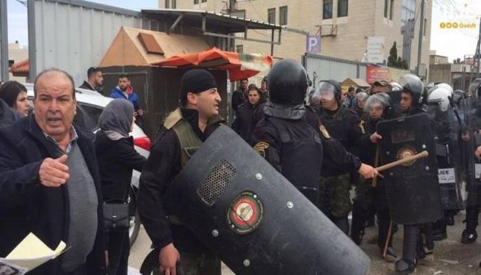 حماس تندد بقمع الأجهزة الأمنية نشطاء الحراكات في رام الله