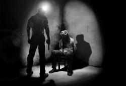 القبض على مواطن وإخفائه قسريا لمجرد اختلافه مع أمين شرطة