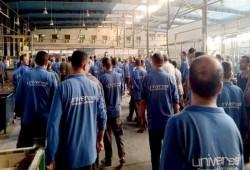عمال يونيفرسال ينظمون أنفسهم للدفاع عن حقوقهم المسلوبة.. وحكومة الانقلاب لا تحمي ظهورهم