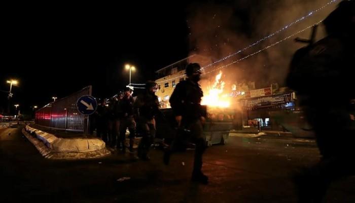 إشعال النار بموقع لجيش الاحتلال واندلاع مواجهات في القدس